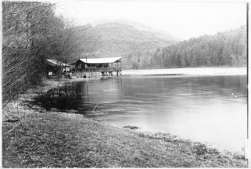 Vue du lac Montiggler See près de Bozen (en allemand)