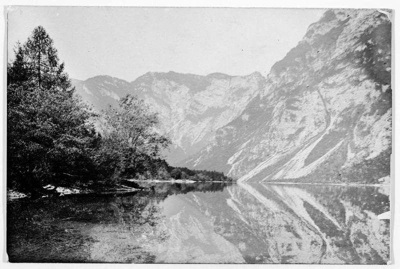 Le lac Wochein, au pied et à l'est du Kernstock