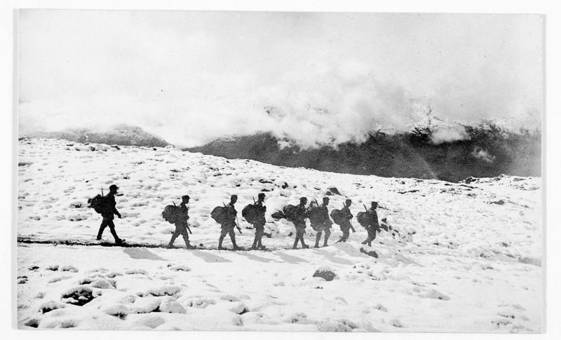 Patrouille autrichienne dans les Dolomites