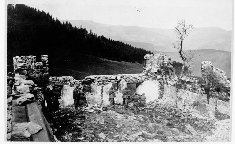 Avant-poste autrichien dans une ferme détruite du Tyrol