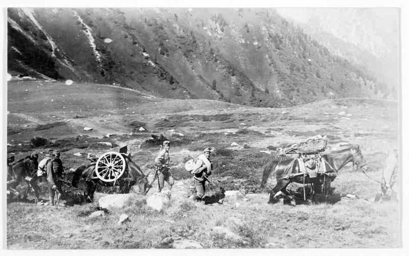 Mitrailleurs autrichiens dans la montagne