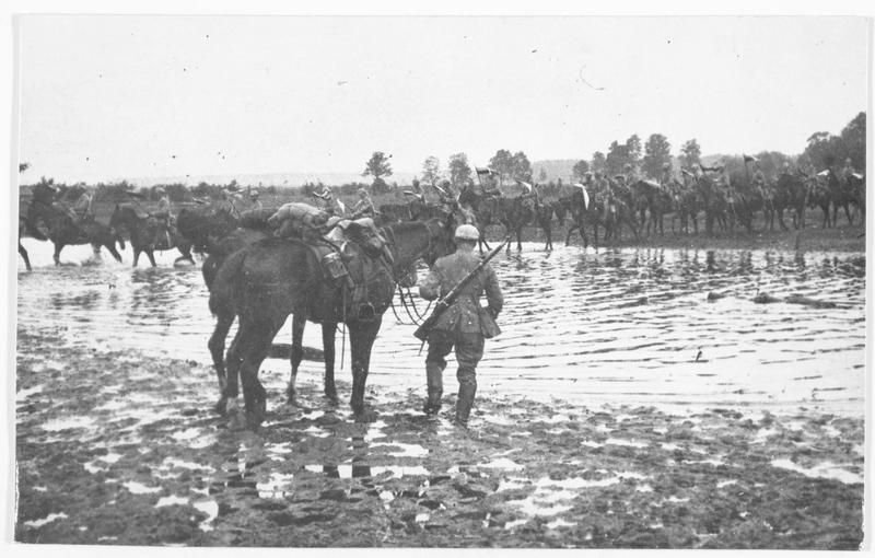 Régiment de chasseurs à cheval allemands, traversant une rivière, près de Dunaburg (en allemand)
