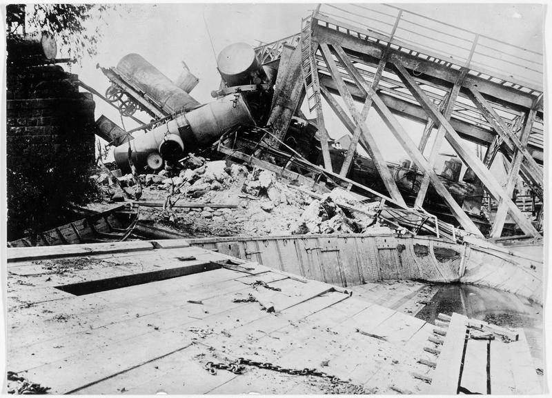Un pont de chemin de fer détruit à Grodno (en polonais)
