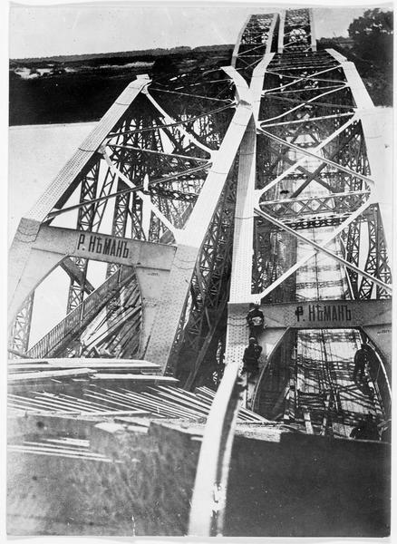 Le pont de chemin de fer de Mosty, détruit par les Russes pendant leur retraite