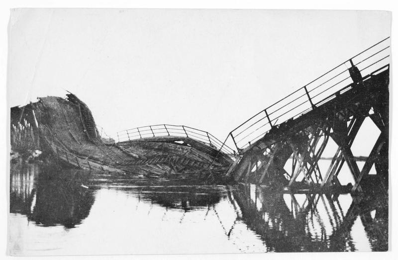 Pont sur la Narew détruit par les russes