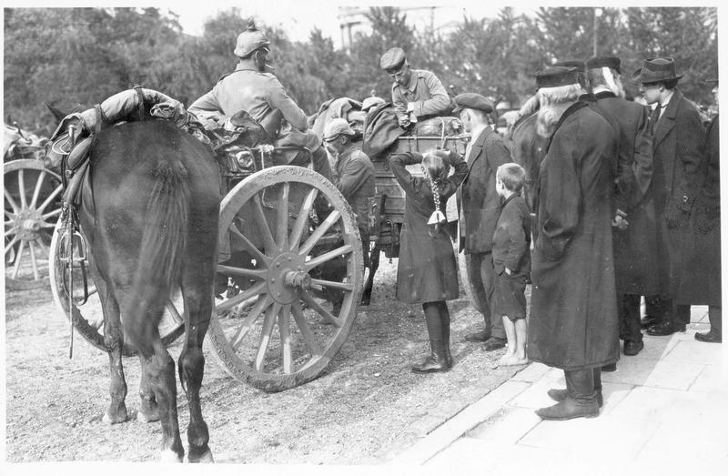 Convoi de mitrailleuses allemandes à Varsovie