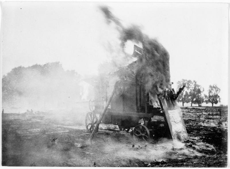 Campagne de Russie. Machines agricoles incendiées par les Russes dans leur fuite