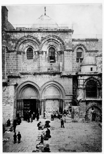 L'entrée de l'église du Saint-Sépulcre