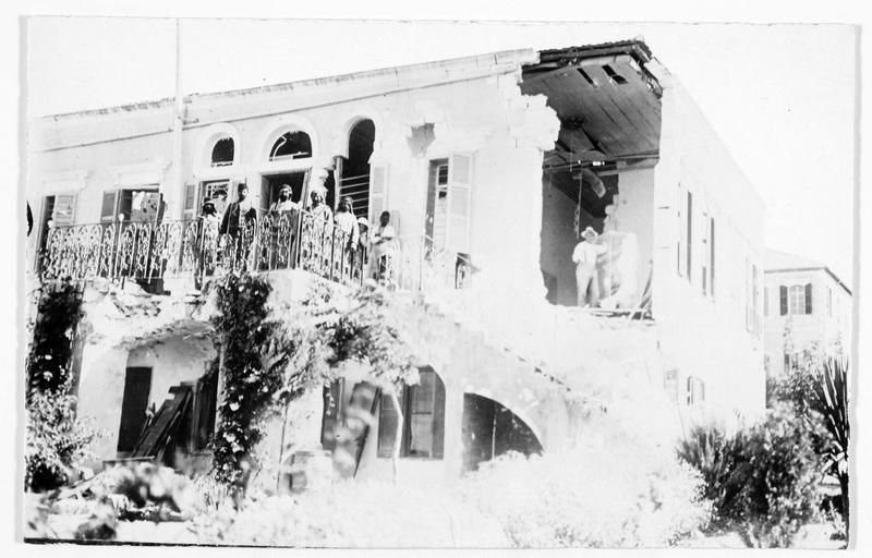 Le consulat allemand de Haïfa détruit par la flotte française
