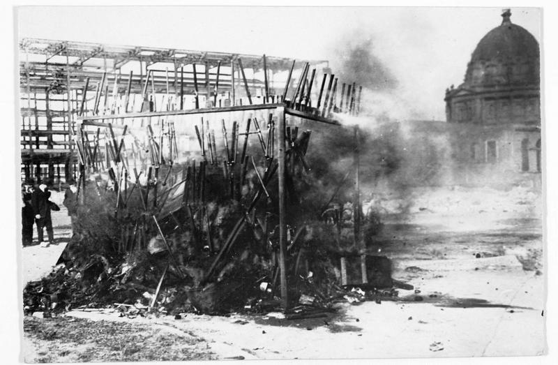 Opium brûlé à l'exposition universelle de San-Francisco, d'une valeur de plus d'un million de dollars