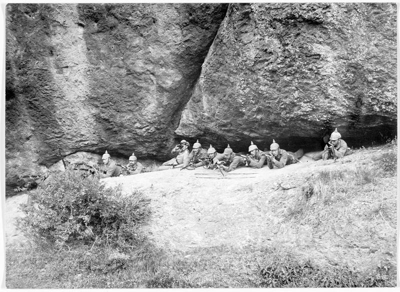 Abri de mitrailleuses dans les rochers des Vosges