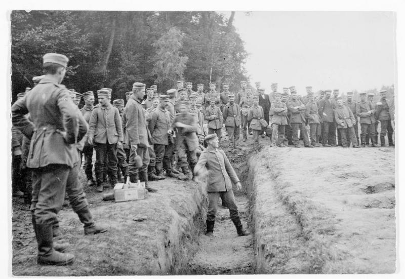 Front occidental. Soldats allemands dans une fête sportive à l'arrière du front