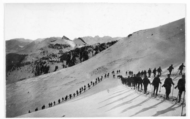 Colonne d'alpins allemands dans les Vosges