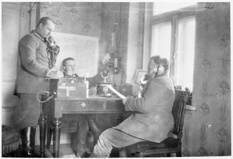 Le téléphone central d'un corps d'armée sur le front russe