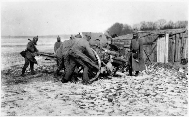 Artillerie légère mise en position sur le front russe