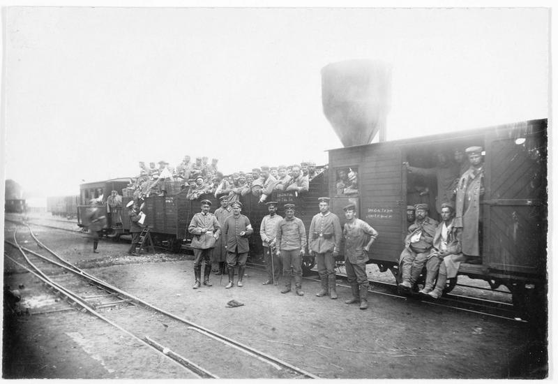 Front occidental. Train sanitaire. Wagons avec des soldats légèrement blessés