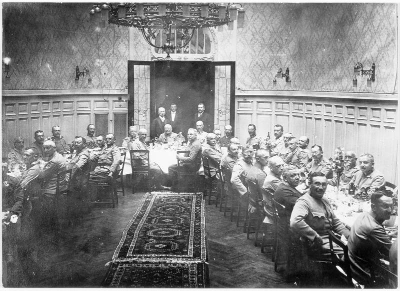 L'archiduc Frédéric d'Autriche et ses généraux. Banquet
