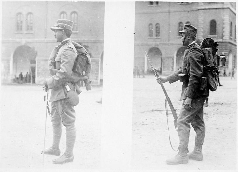 Nouveaux uniformes italiens. A droite, le soldat. A gauche, l'officier