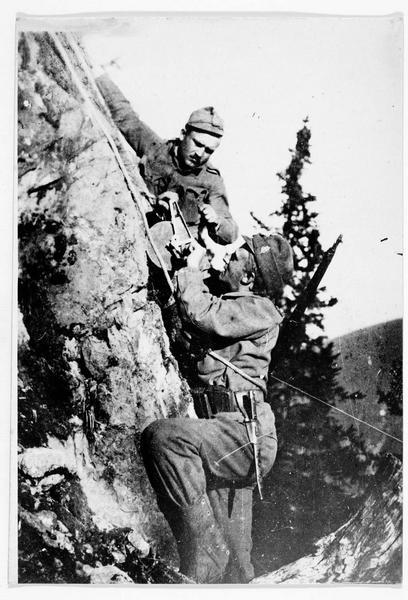 Front italien. Téléphone de campagne dans les hautes montagnes à la frontière italienne