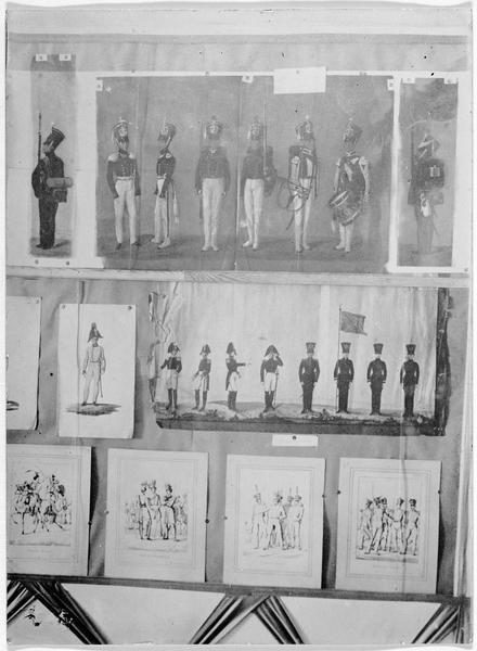 Exposition de dessins et gravures représentant différents soldats polonais, à l'exposition nationale polonaise