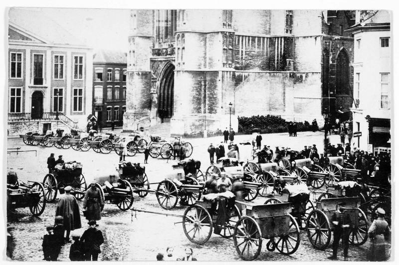 Artillerie allemande sur la place de l'église
