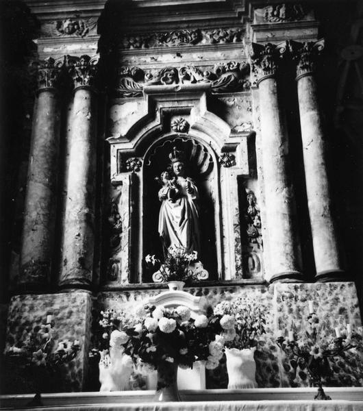 Retable, statue : Vierge à l'Enfant