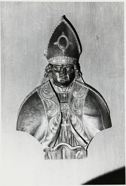 bas-relief : saint abbé ou saint évêque, vue générale