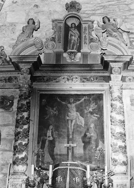 Retable du maître-autel, tableau : Christ en croix entre la Vierge et saint Jean (le)
