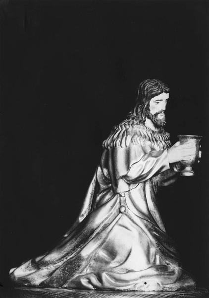10 statuettes de la crèche de Noël : la Vierge, l'enfant Jésus, saint Joseph, deux rois mages : Gaspard et Melchior, deux bergers, deux anges