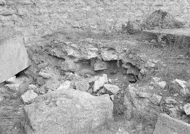 Sanctuaire gallo-romain, nucleus du podium du temple, détail