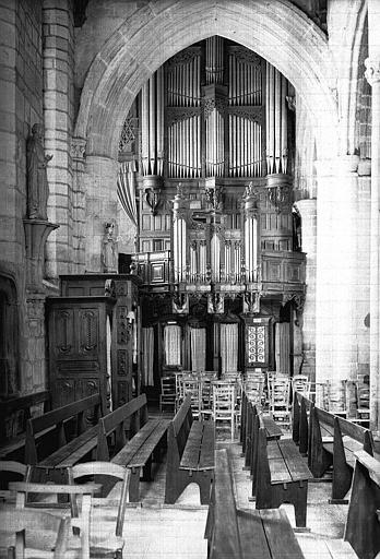 Buffet des orgues en bois sculpté