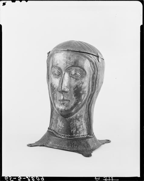 Chef-reliquaire : une compagne de sainte Ursule, dite sainte Essence, de trois quarts gauche