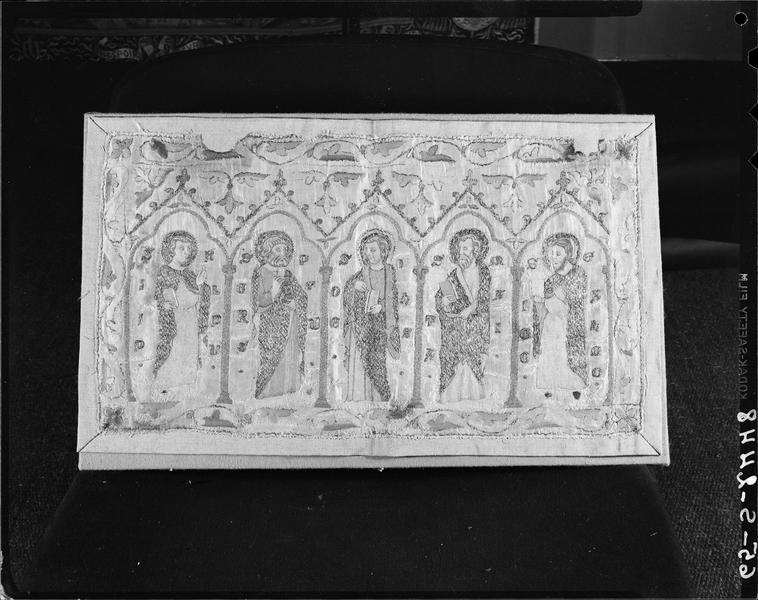 Aube (parement) : cinq apôtres