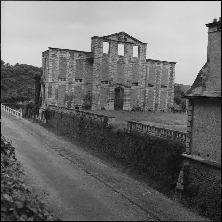 Restes du bâtiment principal: façade intérieure