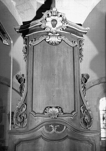 Boiserie moulurée et sculptée sur la pile de la nef côté sud