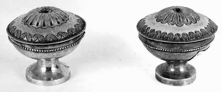 Deux pyxides en argent