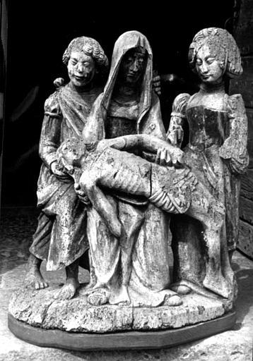 Groupe en bois de la Vierge de Pitié, entre saint Jean et sainte Madeleine