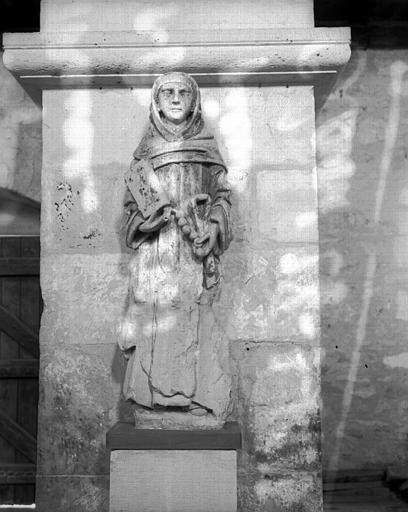 Statue en pierre de saint Fiacre