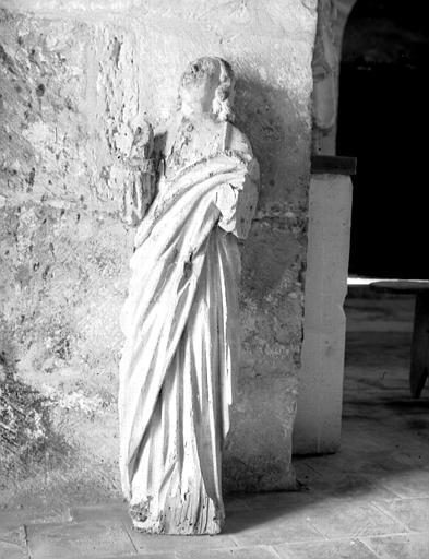 Statue en bois de saint Jean