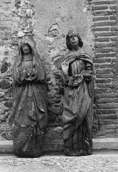 2 statues : Vierge.saint Jean