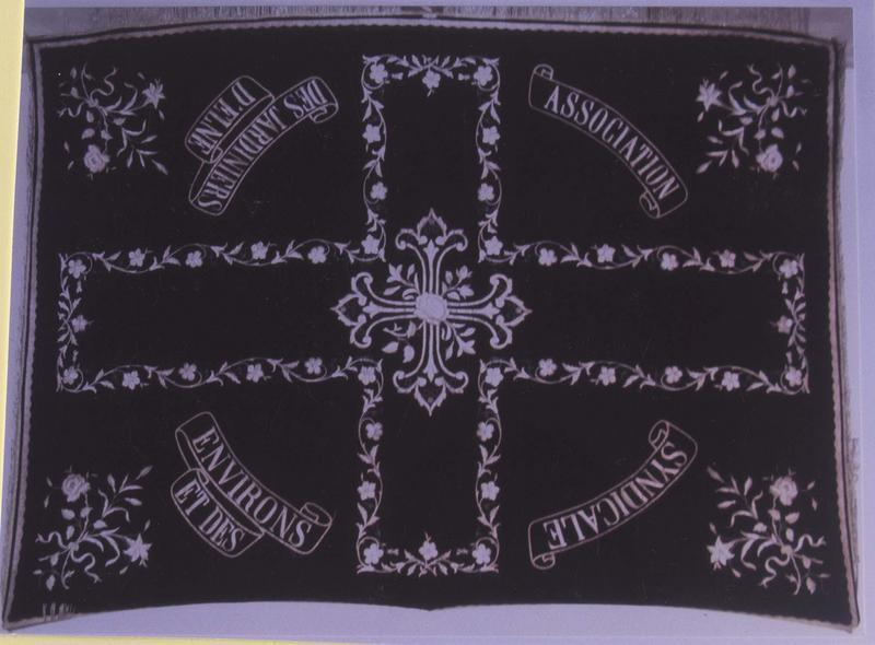 Bannière de procession, oeuvre de fonction non identifiée dite voile de deuil, et drap mortuaire du syndicat des jardiniers d'Elne