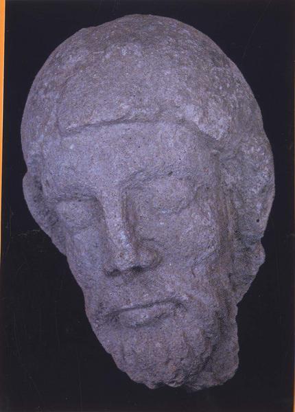 fragment de statue : tête d'homme (Christ ?), vue générale