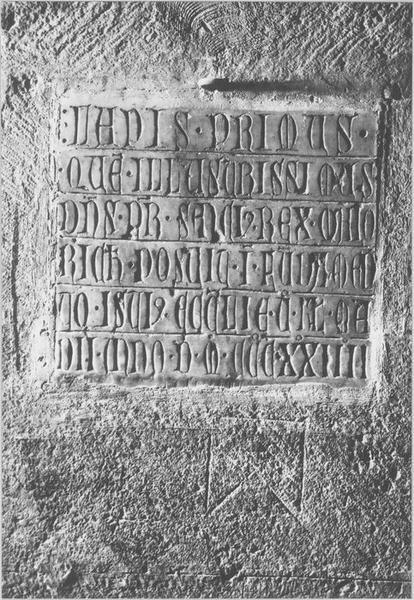 plaque commémorative de la pose de la deuxième pierre, vue générale