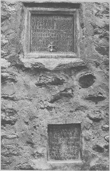 deux plaques funéraires, vue générale