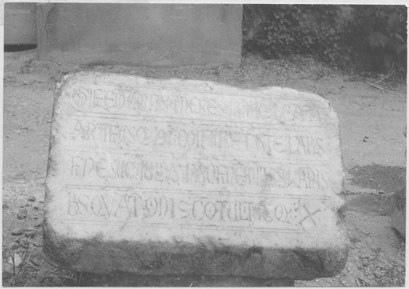 Plaque funéraire de Guifred, comte de Cerdagne, fondateur de Saint-Martin-du-Canigou