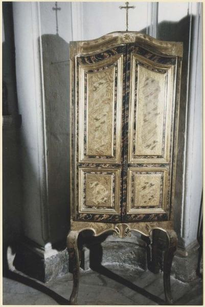 Cabinet à deux vantaux