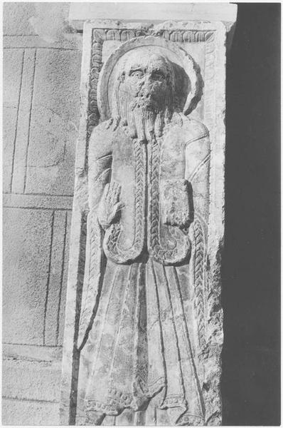 2 statues (statue-pilier) : saint Pierre, saint Paul