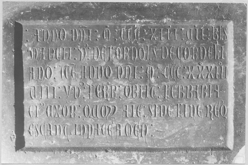 Plaque funéraire de Pierre de Fornols et de son épouse, Ferraria