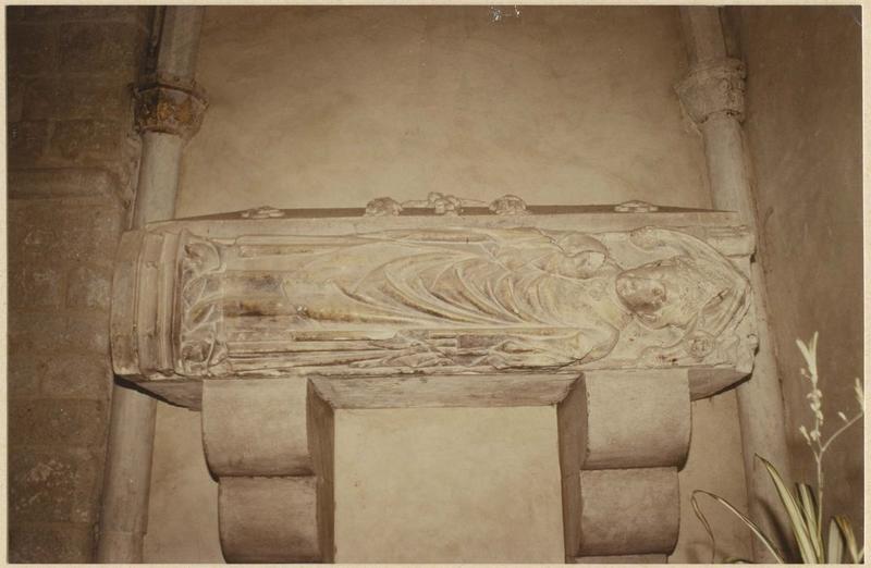 statue (gisant) de Raymond de Costa : évêque, vue générale