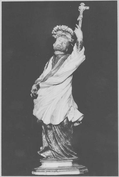 2 statues : saint Isidore et saint François-Xavier
